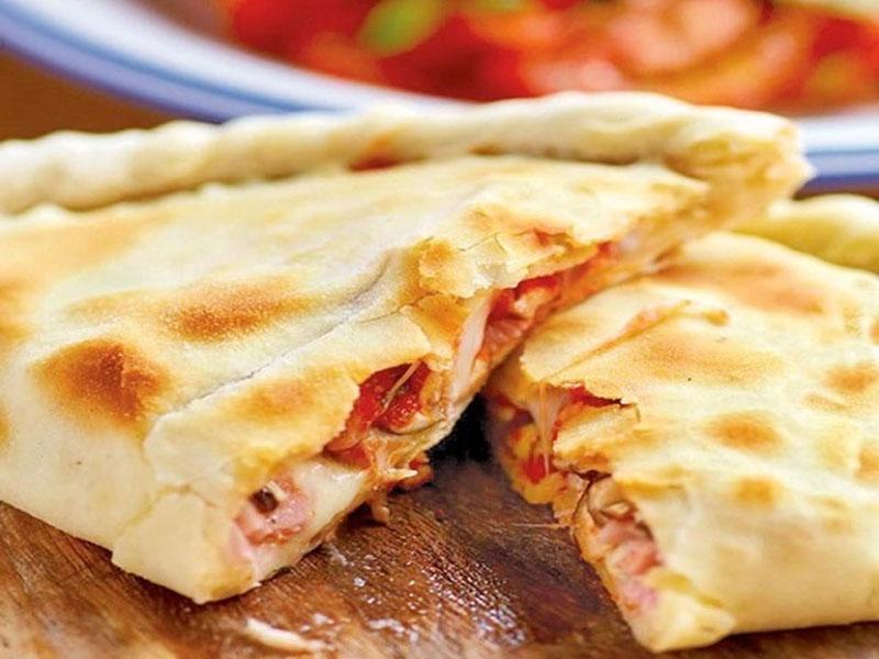 Καλτσόνε με τυρί και ντομάτα!